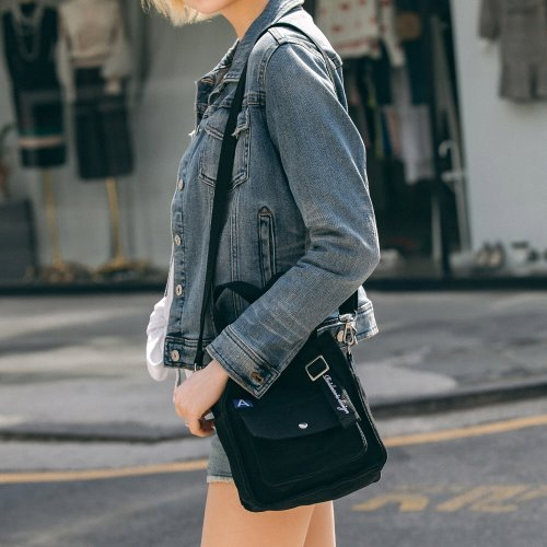 MINI A LABEL CROSS BAG (BLACK)